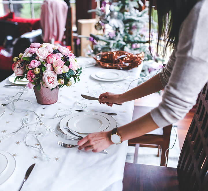 Woman who decorate table